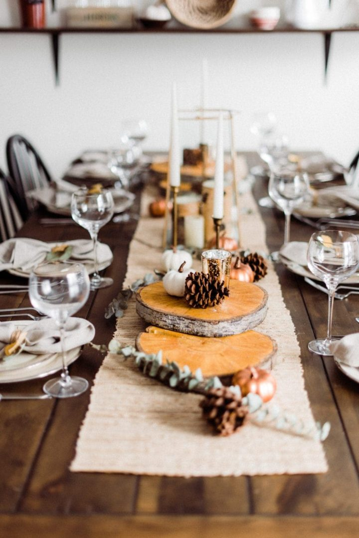 decoration of thanksgiving table with candles