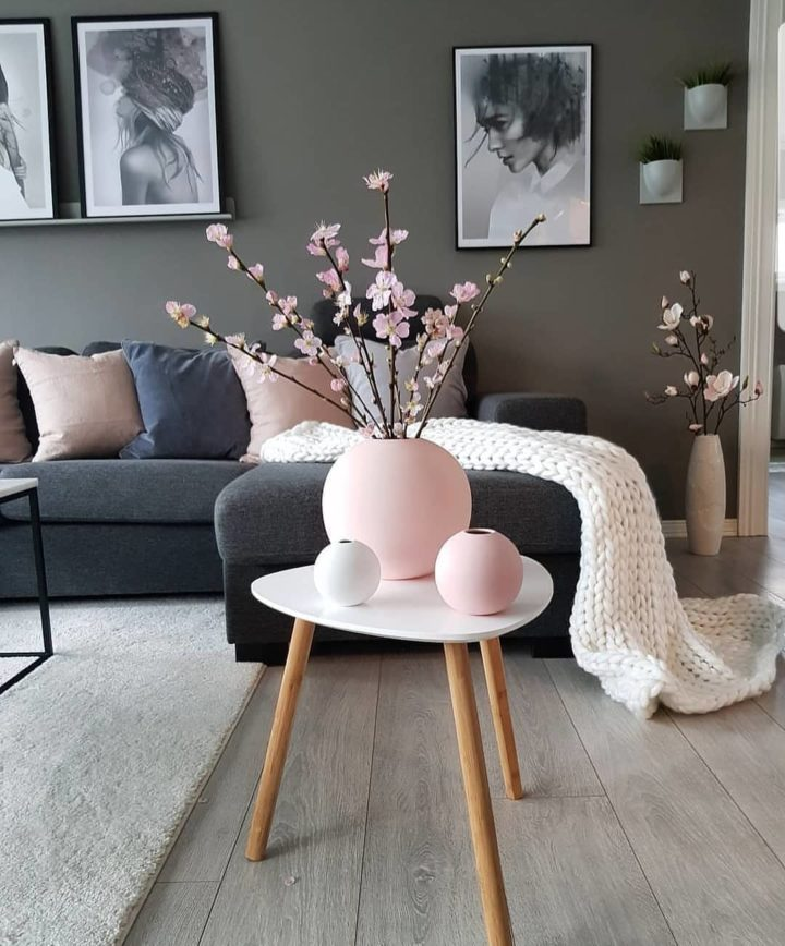 pink and grey colors in living room