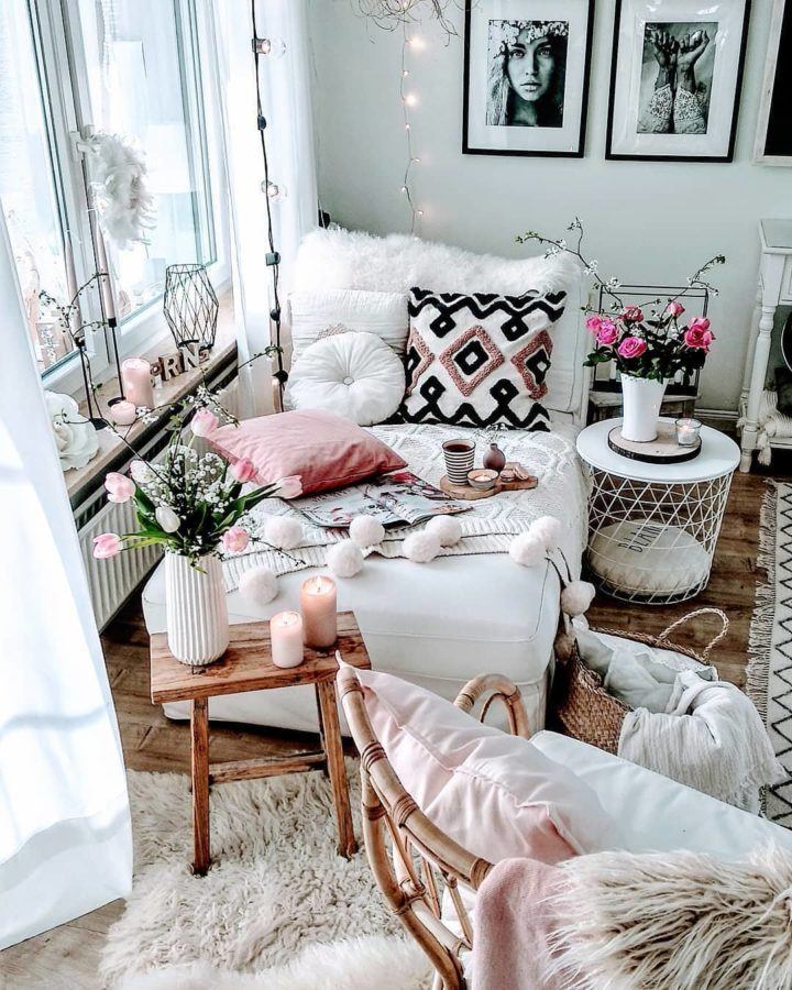 pastel colors in sitting area