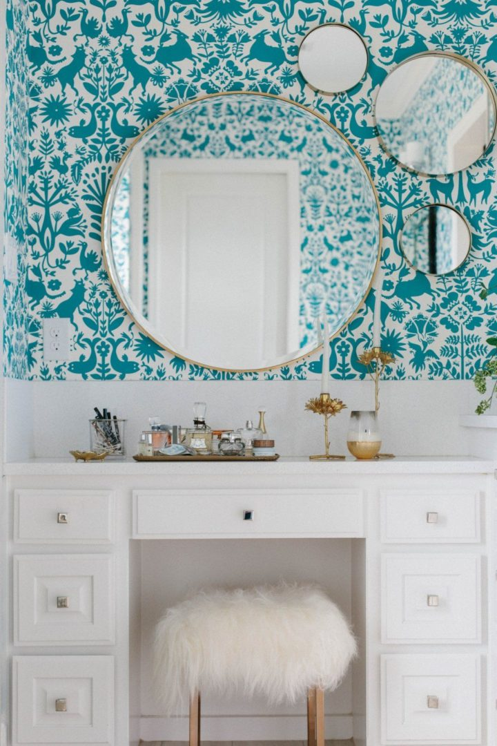 round mirrors in bathroom
