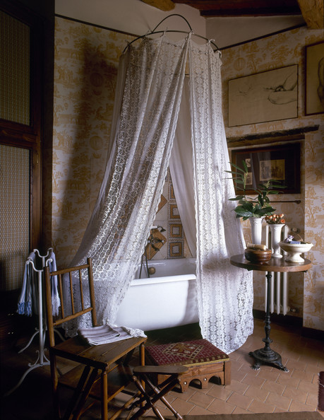 10 Easy Ways To Give Your Bathroom A Romantic Makeover