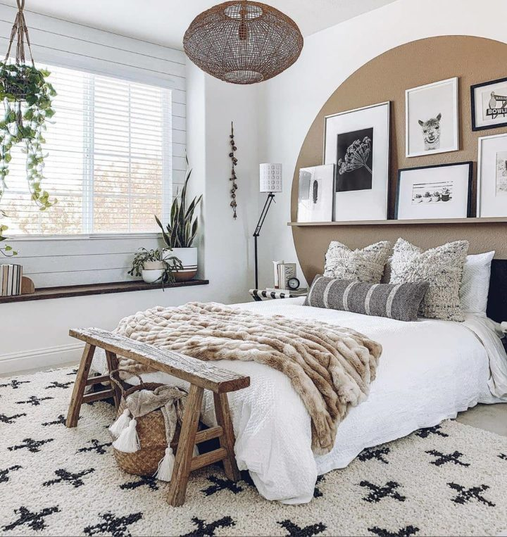 bedroom brown wall decorating idea
