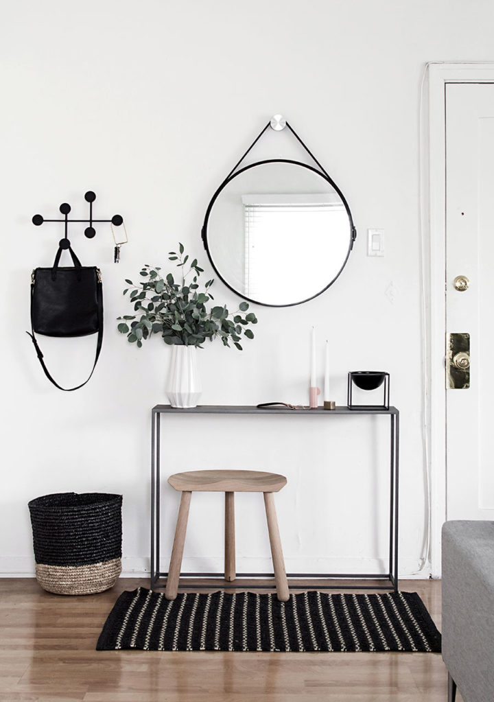 rounded mirror for cozy decor
