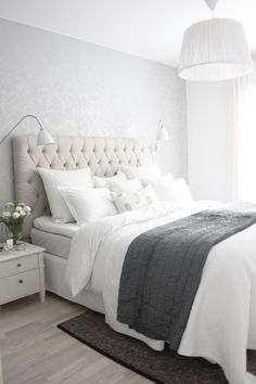 grey and white bedroom idea