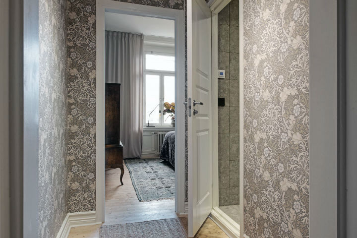 patterned wallpaper to live in style