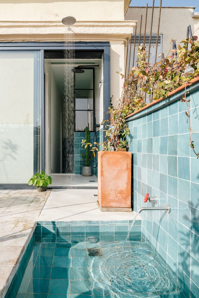 outside shower and mini pool