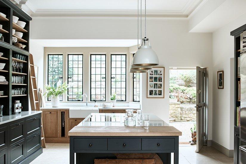 English timeless kitchen design idea