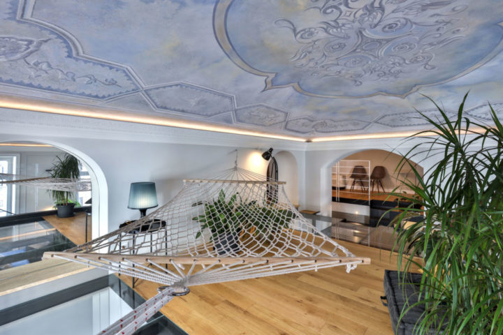 Apartment with a hammock