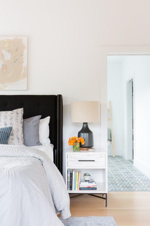 pastel hues in bedroom