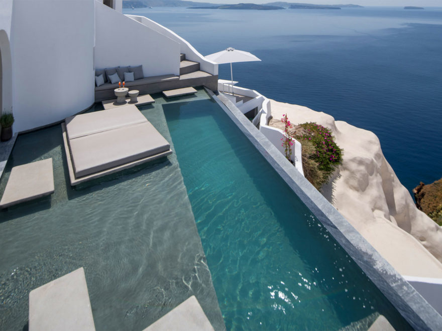 Echoes Luxury Suites in Oia Santorini