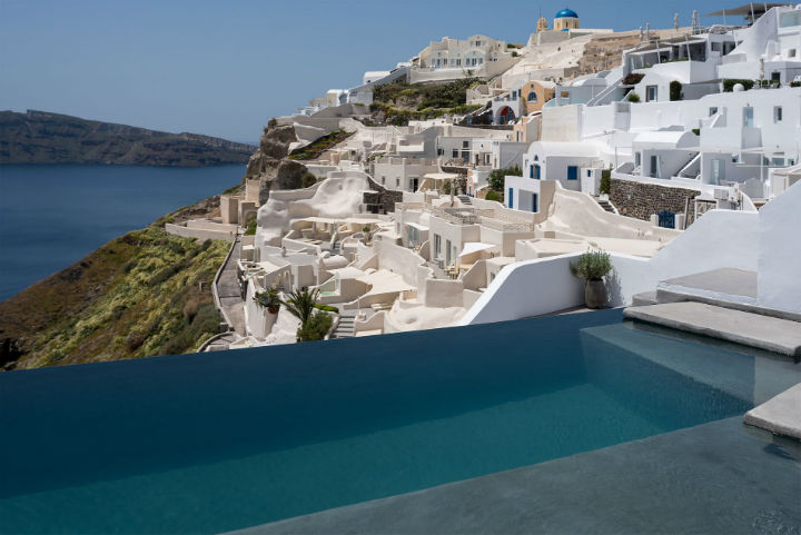 Echoes Luxury Suites in Oia Santorini12