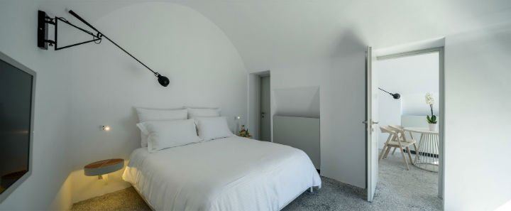 Echoes Luxury Suites in Oia Santorini 13