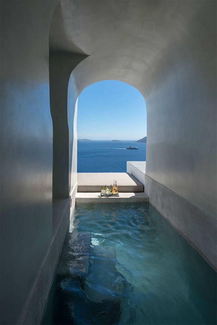Echoes Luxury Suites in Oia Santorini 17