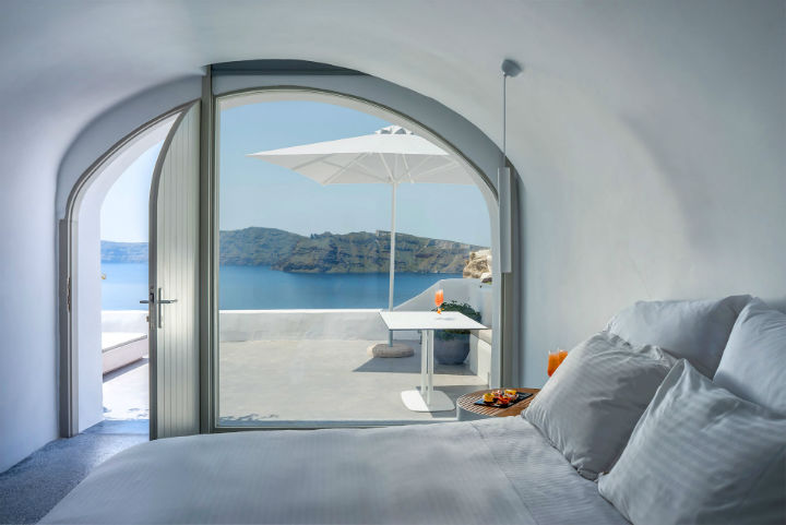 Echoes Luxury Suites in Oia Santorini 19