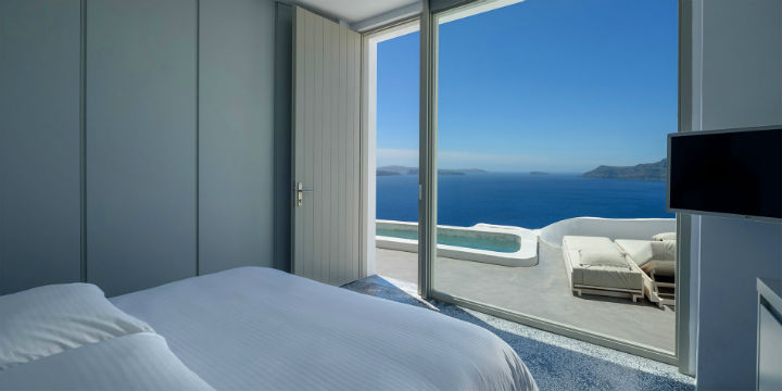 Echoes Luxury Suites in Oia Santorini2