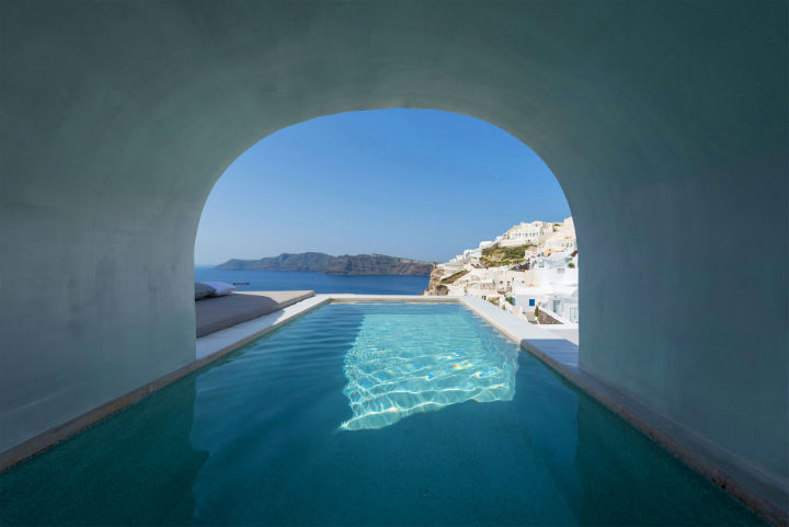 Echoes Luxury Suites in Oia Santorini 20