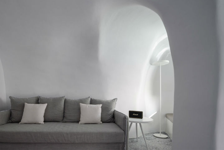 Echoes Luxury Suites in Oia Santorini 22