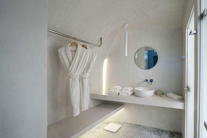 Echoes Luxury Suites in Oia Santorini 25