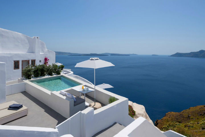 Echoes Luxury Suites in Oia Santorini 26