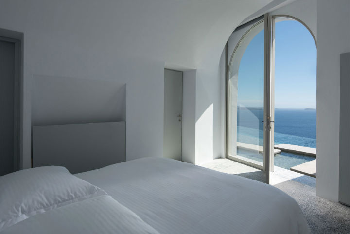 Echoes Luxury Suites in Oia Santorini4