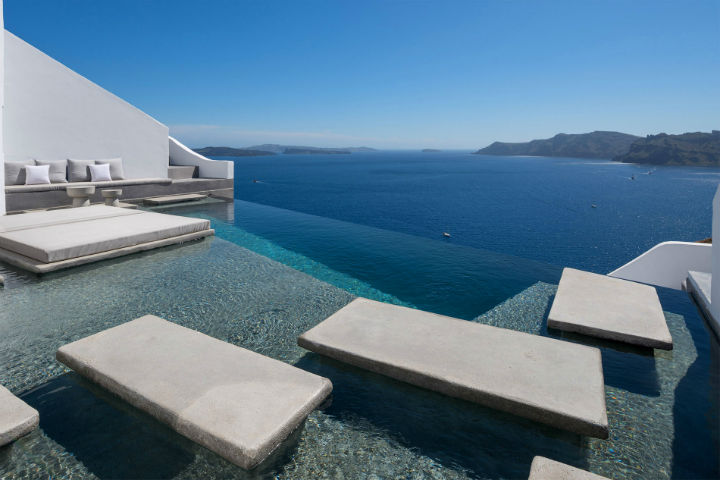 Echoes Luxury Suites in Oia Santorini5