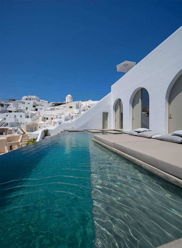 Echoes Luxury Suites in Oia Santorini7