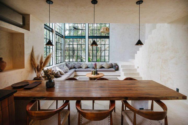 loft com janelas muntin do chão ao teto