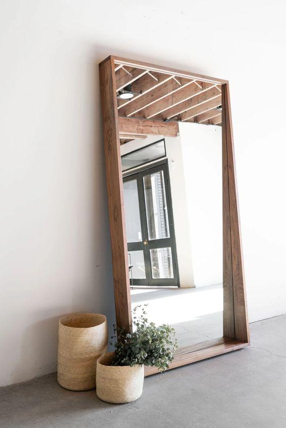 décoration des murs avec pleine longueur de miroir