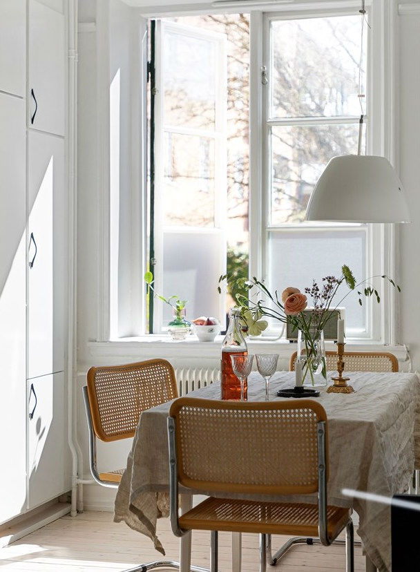 sudut sarapan Skandinavia sederhana