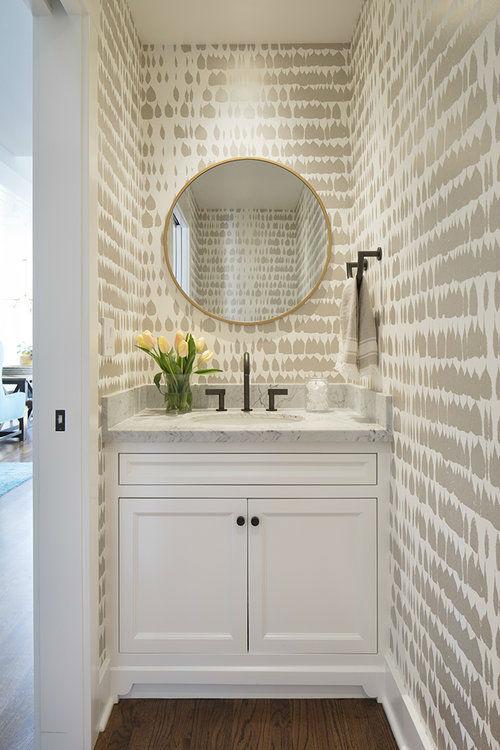 ruang bedak putih chic abadi dengan cermin bundar