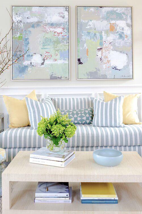ruang tamu biru-putih-kuning segar yang abadi