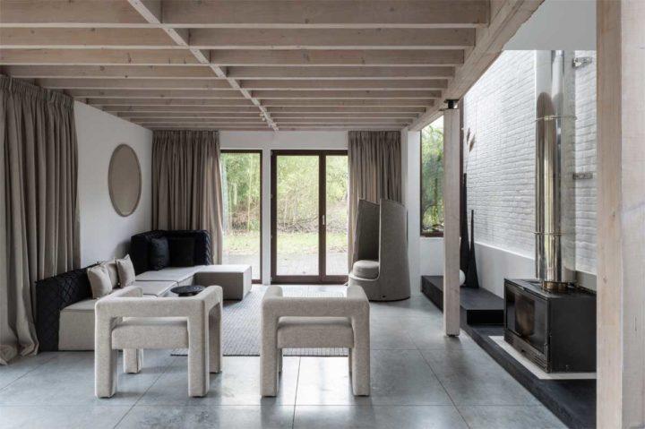Interiores de casas contemporâneos autênticos em cores bege neutras com toques pretos fortes 4
