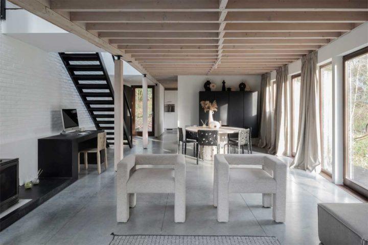 Interiores de casas contemporâneos autênticos em cores bege neutras com toques pretos fortes 5