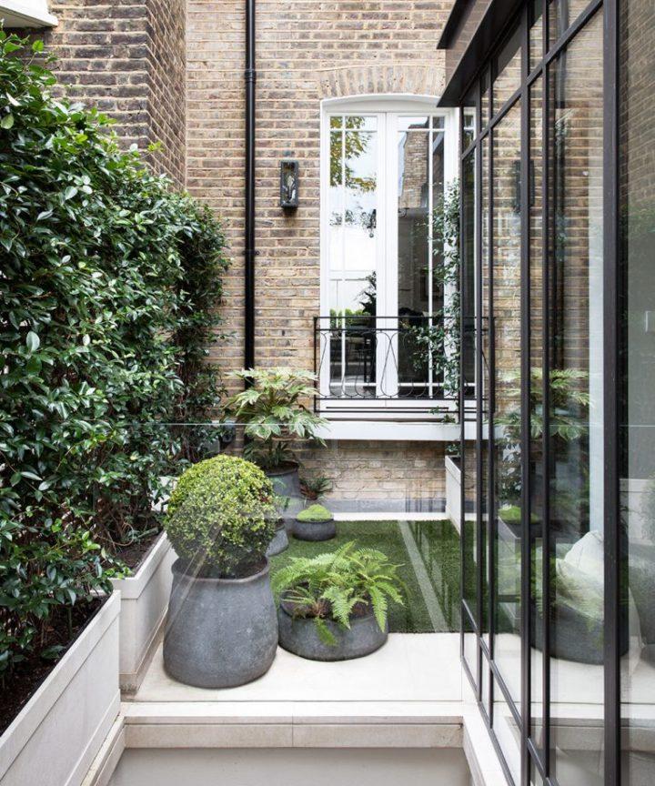Exterior da casa elegante moderna urbana de Londres