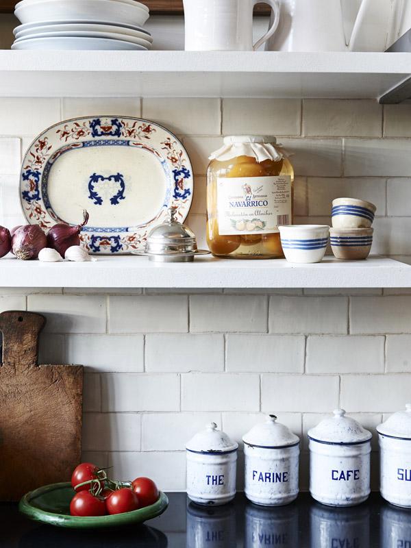 white kitchen open shelves