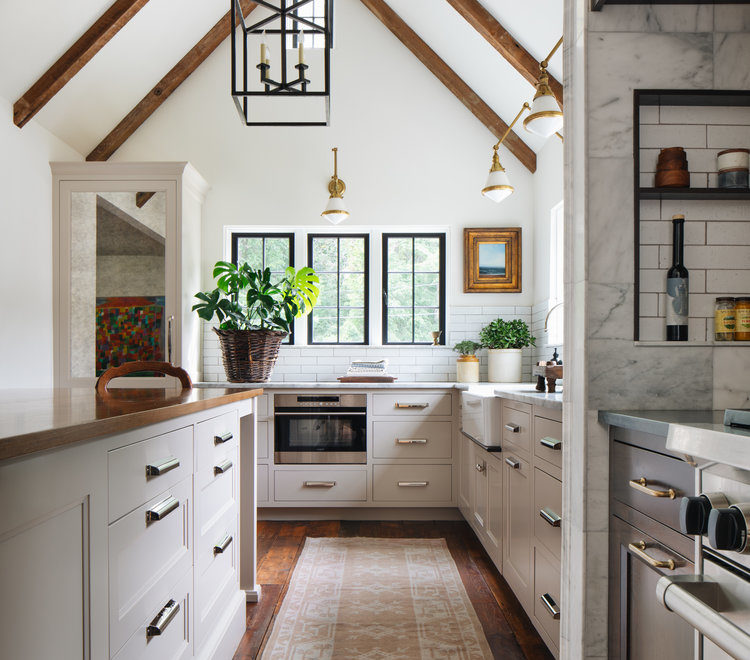 modern English cottage kitchen design idea