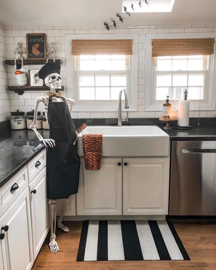 Halloween Skeleton kitchen decoration idea