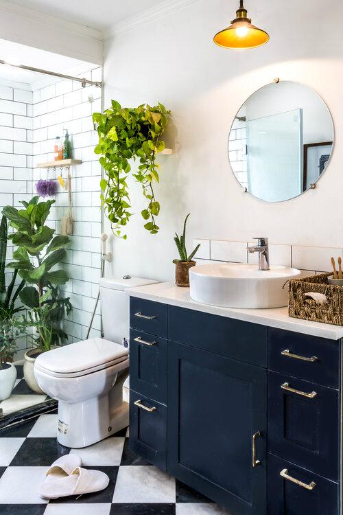 urban boho bathroom with indoor plants decor
