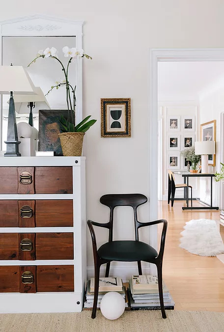 Apartment With Neutral Palette Mixing Old and New 8