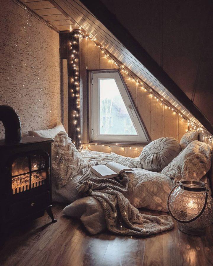 romantic cozy floor reading nook with string lights