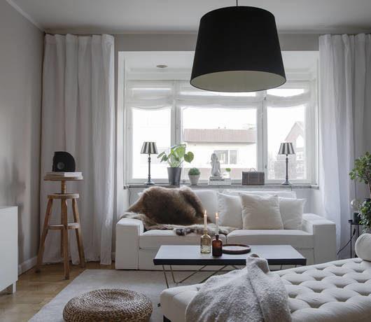 small feminine white living room decorating idea