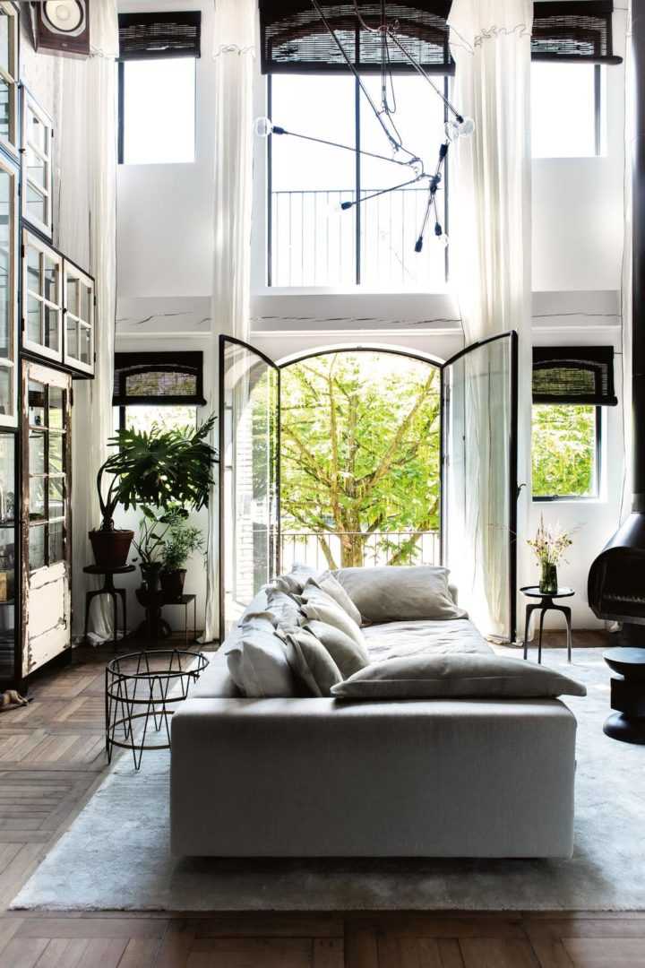 Check Out This Stunning Vintage Home